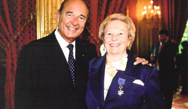 2003 : Monique Berlioux, médaillée à l'Elysée