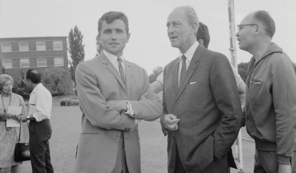 1966 : Paul Vialar aux côtés du coureur Michel Jazy